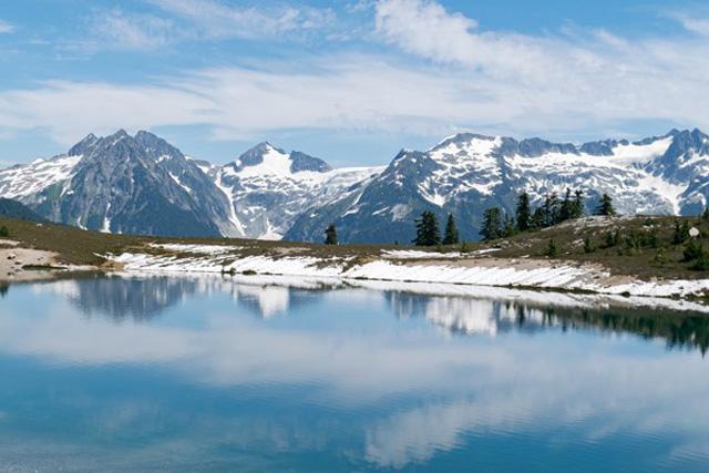 Elfin-Lakes-reflection