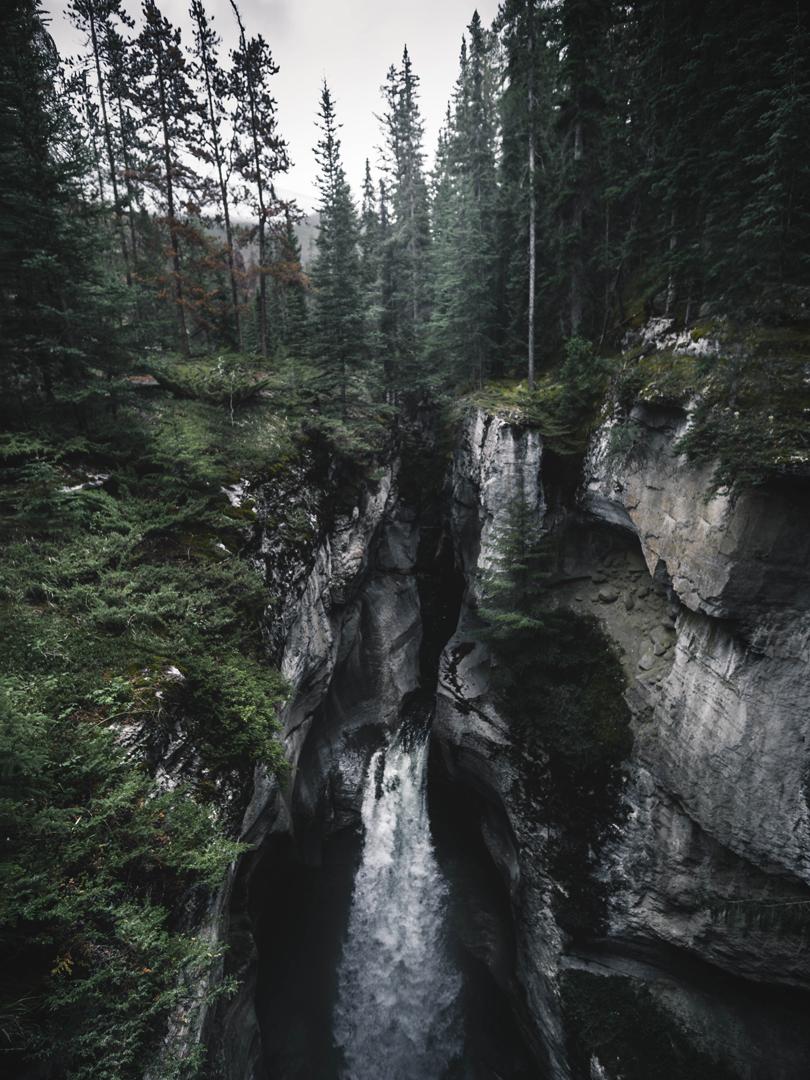 Banff-Jasper-waterfall